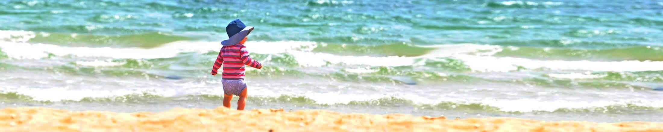 Reisebett Baby am Meer